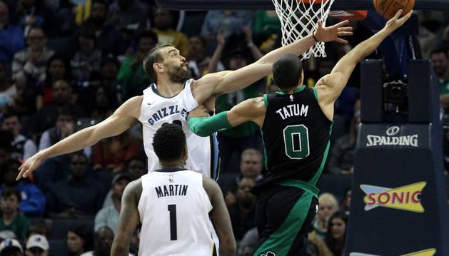 Gasol durante el partido contra los Celtics