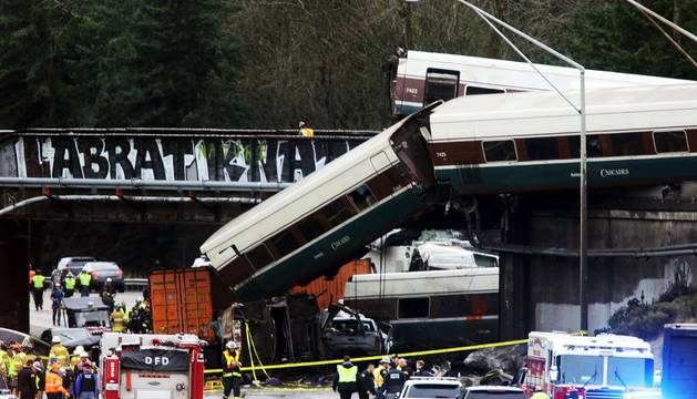 Un tren descarrila en Seattle y deja varios muertos y heridos