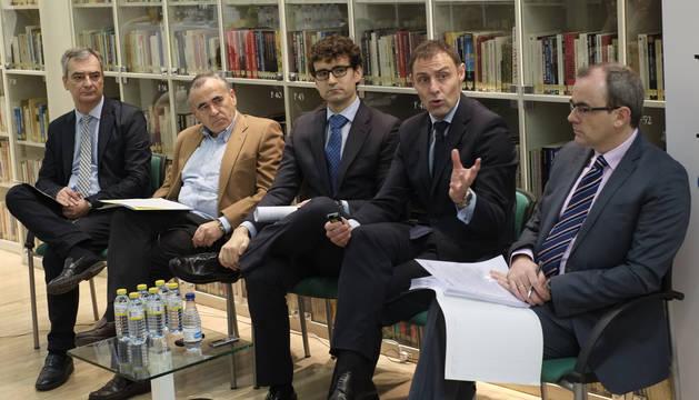 foto de Ponentes que participan en el foro de debate DN en Vivo sobre la repercusión en las empresas de la reforma fiscal.
