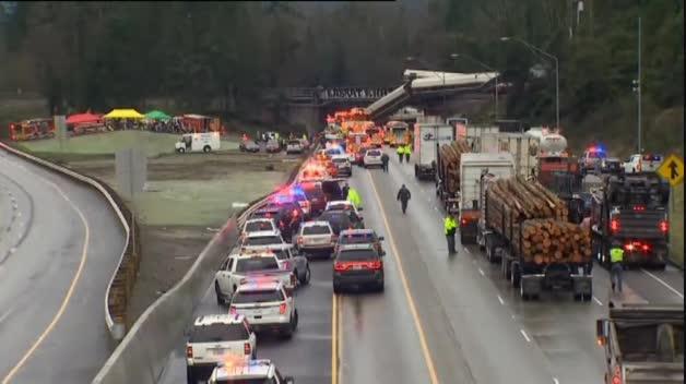 Descarrila un tren y cae sobre una autopista cerca de Seattle