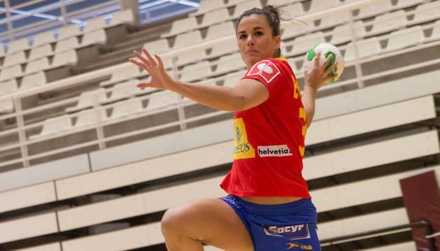 Naiara Egozkue, con la camiseta de la selección española absoluta.