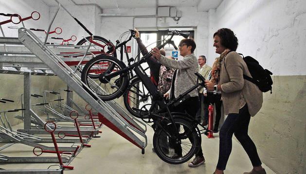Los vecinos de La Milagrosa tendrán un aparcamiento de bicicletas cubierto y vigilado