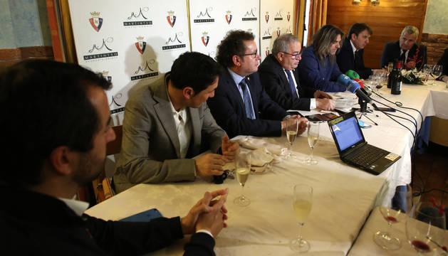 El encuentro de la directiva osasunista con los medios en el Asador Martintxo