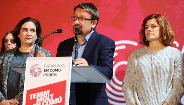 foto de Domènech, haciendo balance de los resultados electorales junto a Ada Colau.