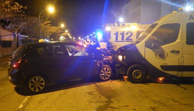 Imagen del choque entre el turismo y una ambulancia