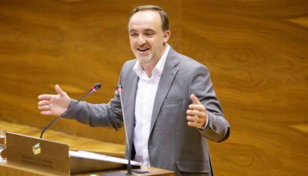 Esparza (UPN) en un Pleno del Parlamento de Navarra