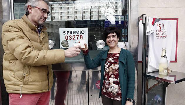 La administración número 15 de Pamplona ubicada en el número 4 de la calle Fuente del Hierro ha repartido 900.000 euros de un quinto premio, el 03.278, en el sorteo de la Lotería de Navidad.
