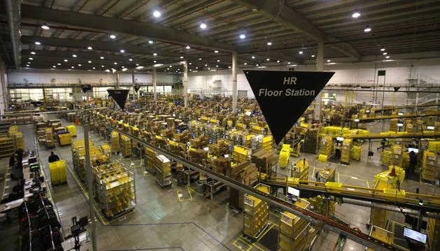 Imagen del centro logístico de Amazon en Madrid.