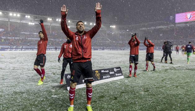Xavi Molina (Nàstic) saluda a sus aficionados el día de la nieve. Xavi Molina (Nàstic) saluda a sus aficionados el día de la nieve. jesús caso