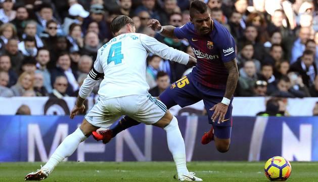 Luis Suárez, Leo Messi y Aleix Vidal marcaron los goles en el clásico disputado este sábado 23 de diciembre en el Santiago Bernabéu.