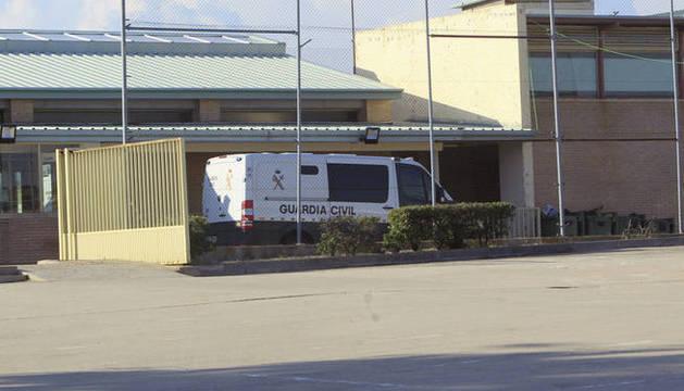 Foto de un furgón policial en Soto del Real.