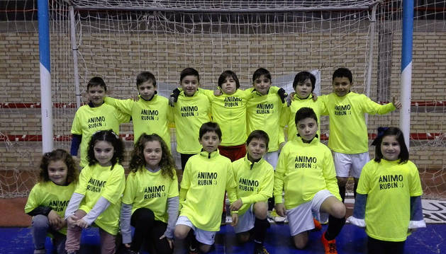 Imagen de los integrantes del equipo de Cintruénigo con las camiseta de apoyo a Rubén Giménez.