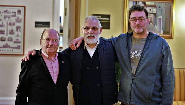 Foto de José Luis unzué Ruiz (esposo de una paciente que sufrió un ictus), Isabelino Lobato Porrero y Javier Ferrero Roitegui, ambos recuperados tras un infarto.