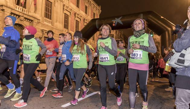 Un grupo de corredores, el pasado año, en la salida de la San Silvestre en Pamplona