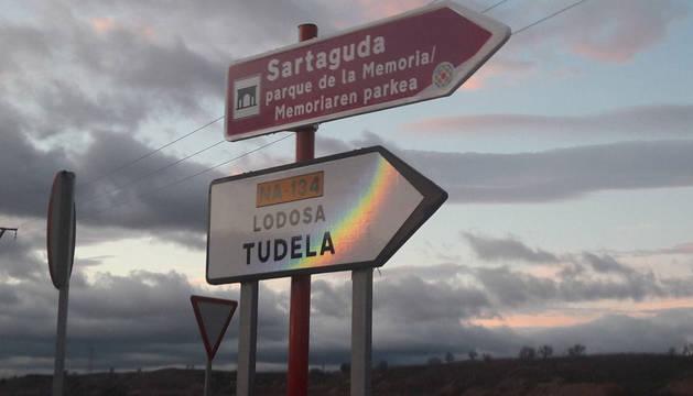 Nueva señalización del Parque de la Memoria de Sartaguda.