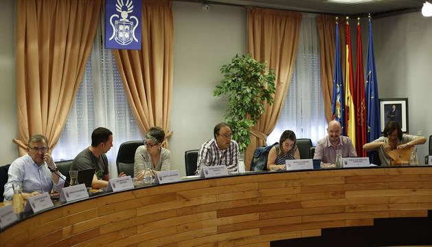 Ediles de EH Bildu, el secretario municipal y concejales de UPN en una sesión anterior en Barañáin.