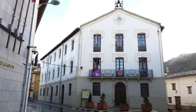 Casa consistorial de Aoiz, edificio que data de 1868.