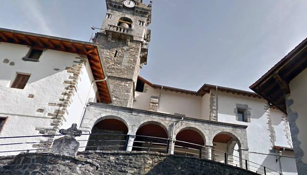 Exterior de la parroquia de Areso.