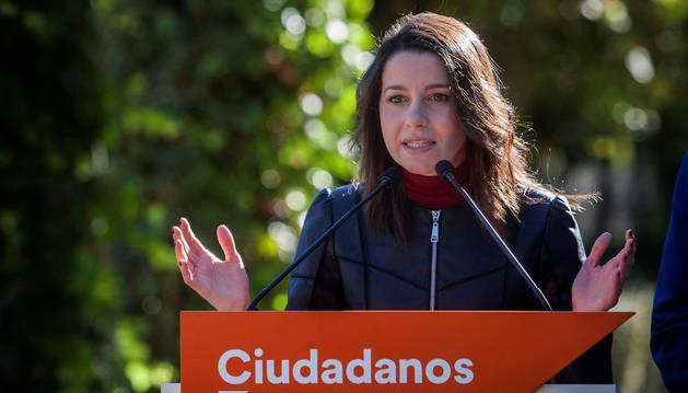 La líder de Ciudadanos (Cs) en Cataluña, Inés Arrimadas, este sábado en Jerez durante la rueda de prensa que ha ofrecido en el restaurante Universo Santi con la finalidad de contribuir a la mejora de la calidad y de las condiciones de vida de las personas con discapacidad.