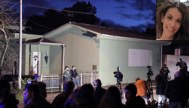 Los medios de comunicación, ante la casa de José Enrique Gey, 'El chicle', en Rianxo (A Coruña), donde se ha localizado el cadáver de la joven Diana Quer.