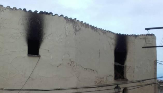 La casa incendiada en la parte vieja de Funes