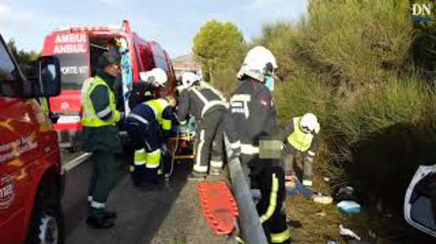 Cuatro jóvenes heridos en un accidente antes del peaje de Zuasti