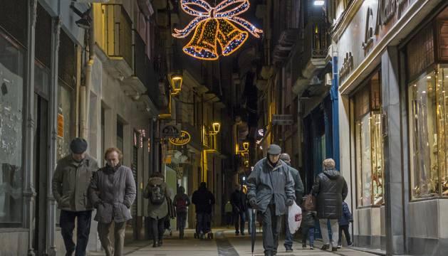 La calle Mayor de Estella, con sus luminarias actuales en una imagen de esta Navidad.