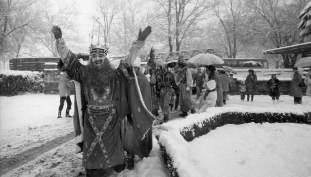 Llegada de los Reyes Magos a Pamplona durante un 5 de enero en el que nevó.