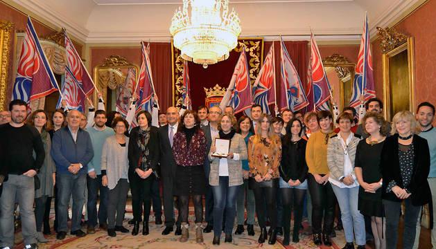 Idoia Urzainqui ha recogido el Haba de Oro que ha otorgado la Asociación Cabalgata Reyes Magos de Pamplona a Fundación Xilema.