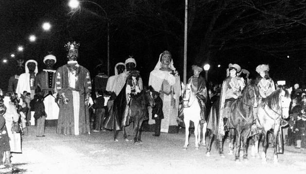 Foto de la cabalgata de Reyes de 1979, en la que participaron los Gigantes de Pamplona.