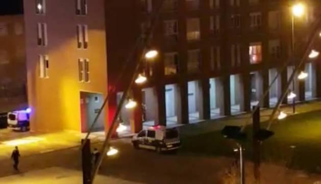 Un polic a herido en un incendio en una vivienda de san for Pisos en san jorge pamplona