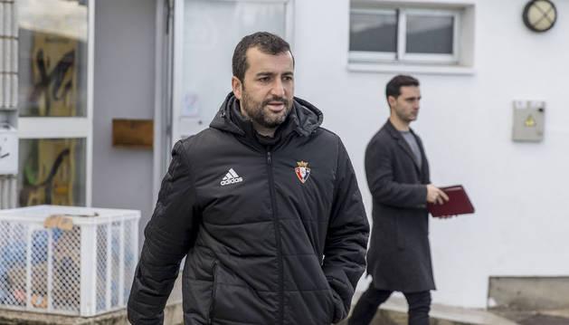 Diego Martínez a la salida de los vestuarios de Tajonar