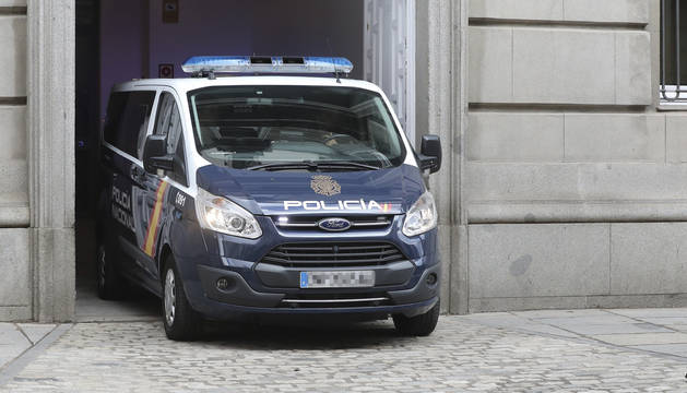 El furgón policial que traslada a Oriol Junqueras, abandona el Tribunal Supremo