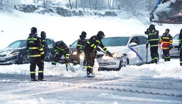 La UME tuvo que intervenir para desatrapar a miles de coches en la AP-6