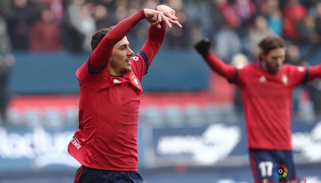 Kike Barja celebra su primer gol en Segunda División.