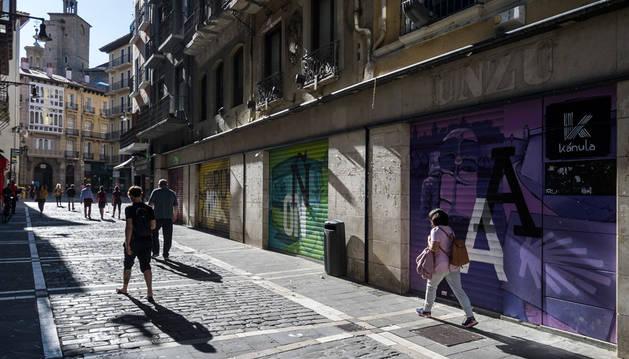 Imagen del pasado verano con la fachada del edificio de Unzu, en la calle Mercaderes.