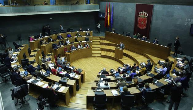 Imagen del hemiciclo del Parlamento foral durante el último pleno de 2017.