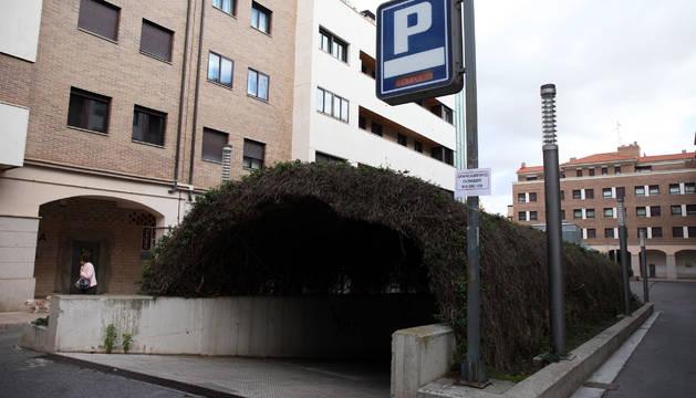 Una imagen de la entrada al parking de la Constitución.