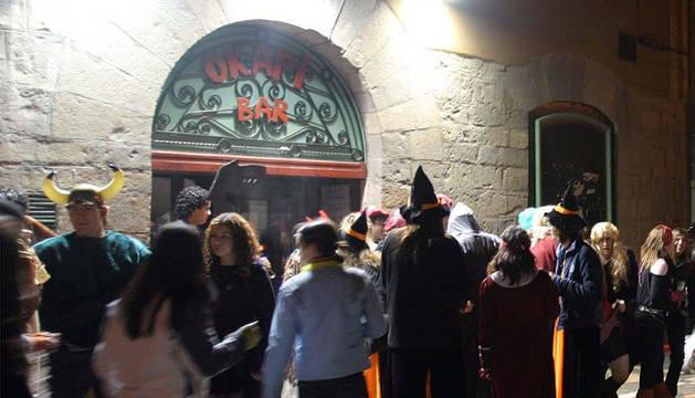 Imagen de gente disfrazada en Estafeta durante una Nochevieja.