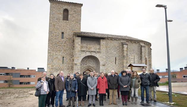La Presidenta Barkos, el alcalde de Sarriguren, Alfonso Etxeberria y autoridades del Ayuntamiento del Valle de Egüés.