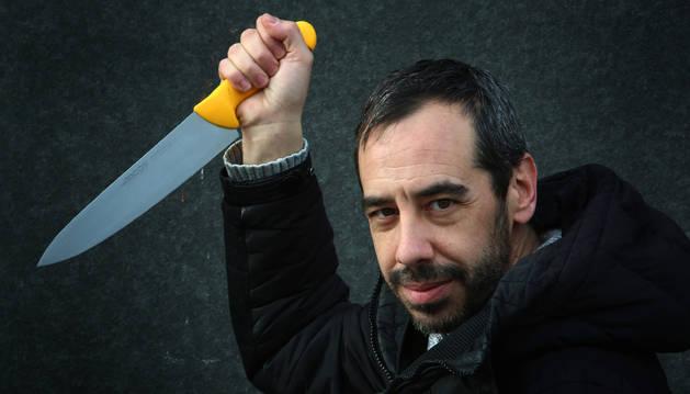 El director del festival, Carlos Bassas, esta semana, en la pose característica de 'Piscosis'. Esta edición, la cuarta, será la última con él al frente.