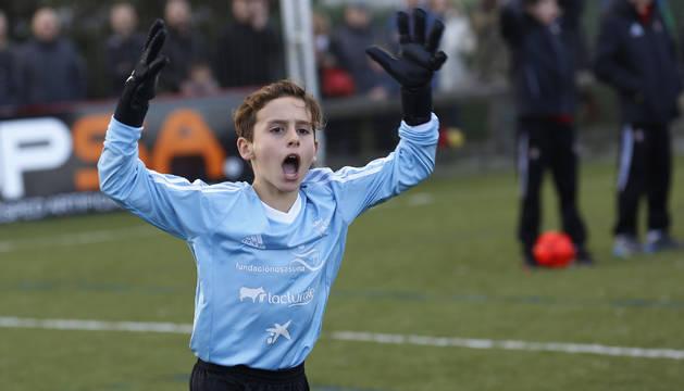 El guardameta de Luis Amigó Gabriel Torres celebra el pase a la final.