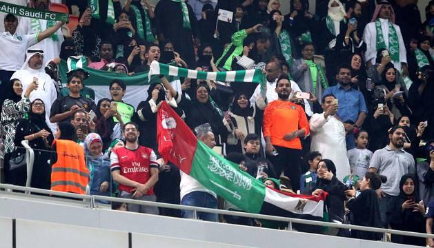 Mujeres, en el partido de fútbol de Arabia Saudí