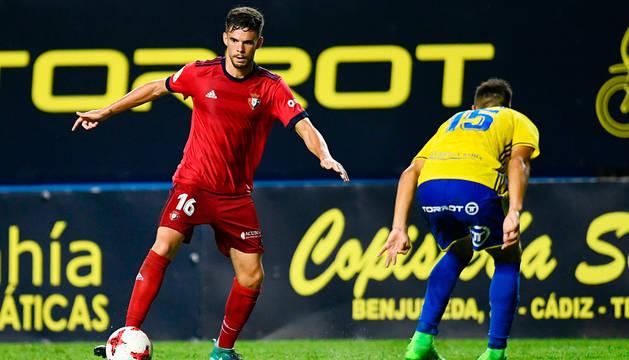 Miguel Díaz, en un partido con el primer equipo de Osasuna.
