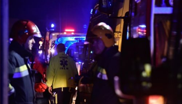 Efectivos del cuerpo de bomberos en el lugar de los hechos