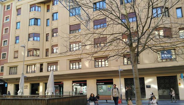 Edificio en el que se subasta la oficina-vivienda de la clle Carlos III de Pamplona.