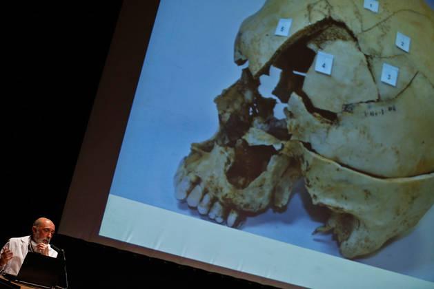 Imagen del forense Paco Etxeberria, con un papel destacado en las exhumaciones de fosas comunes de asesinados y desaparecidos en la Guerra Civil, ayer, en Pamplona Negra.
