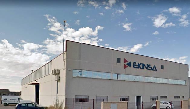 Exterior de la empresa Ekinsa de Castejón, donde ha ocurrido el accidente laboral.
