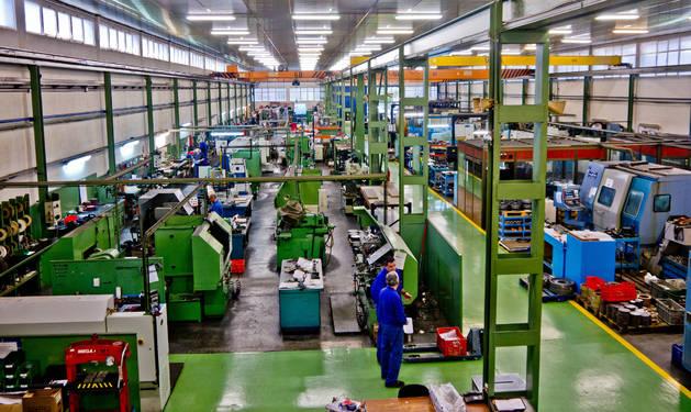 Interior de las instalaciones de Talleres Ezquerra en San Adrián.