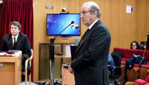 Francisco Franco Martinez-Bordiu, nieto del dictador Francisco Franco, durante su declaración en un juzgado de Teruel, en el que se enfrenta a penas que suman seis años de cárcel, acusado de delitos de atentado a la autoridad, contra la seguridad vial y daños a un agente, en un incidente con la Guardia Civil en 2012 en el que llegó a chocar contra un coche patrulla.